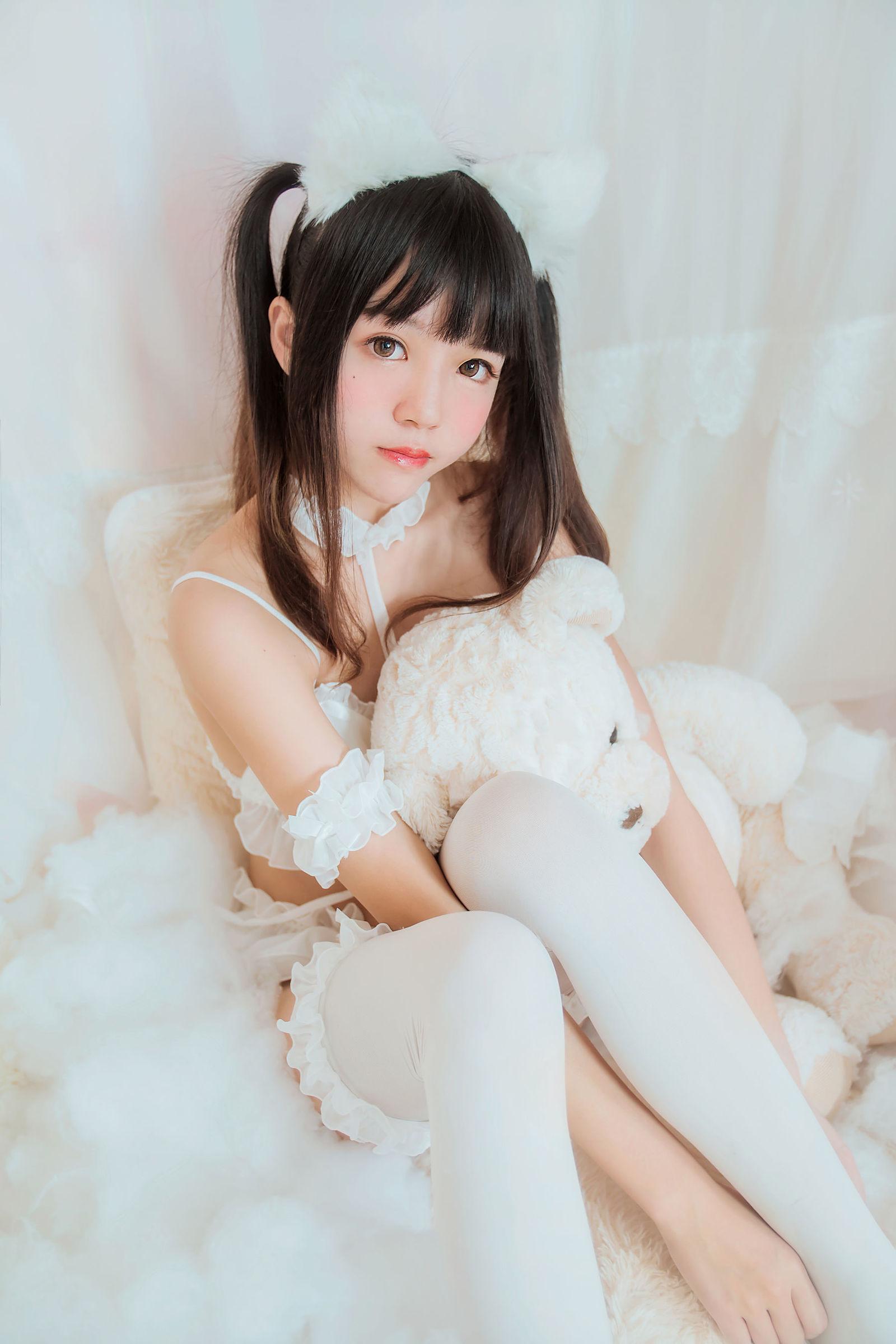 [网红COSER] 桜桃喵 – 白猫 COS丝袜美图[32P]