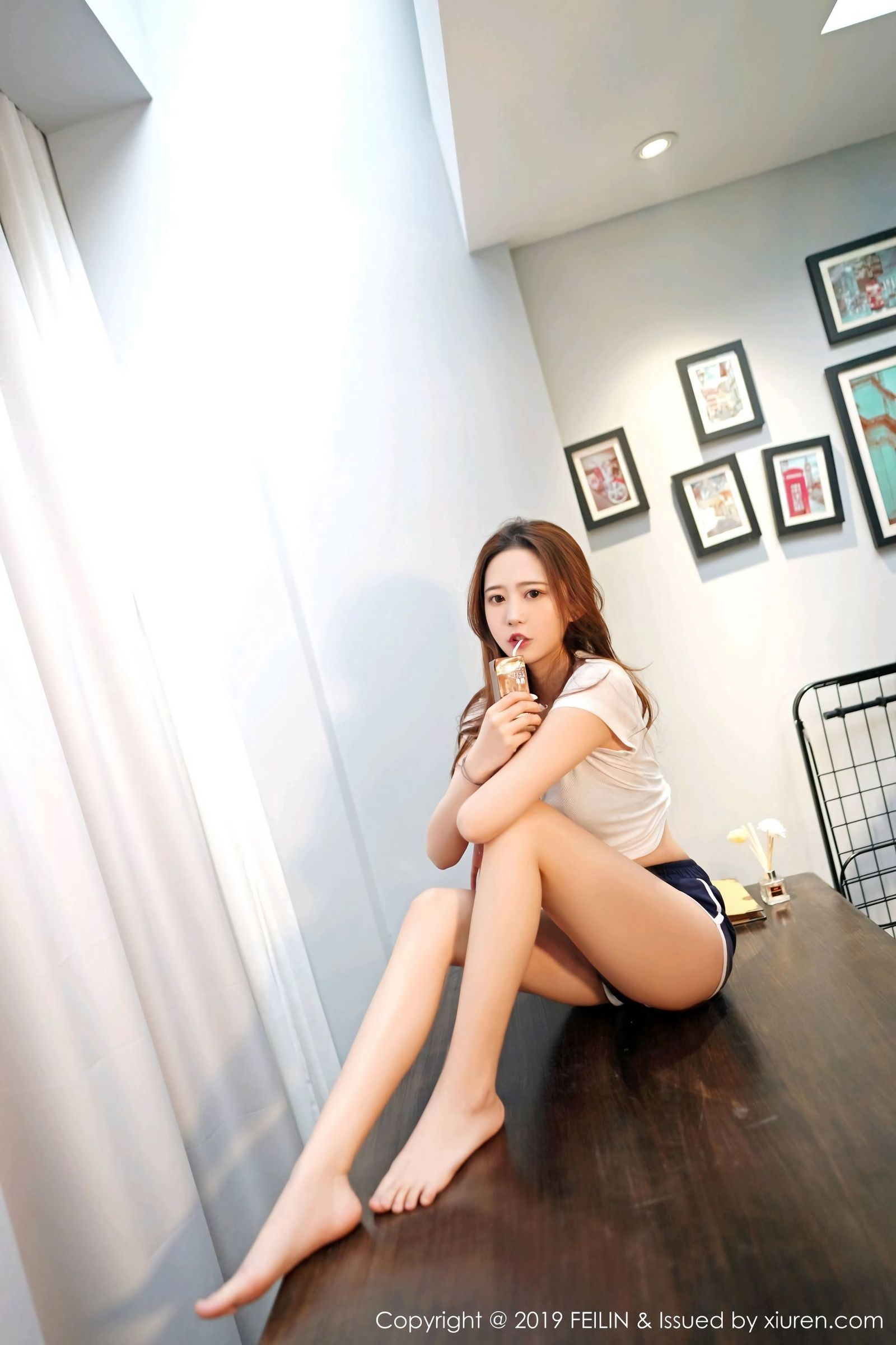 [FEILIN嗲囡囡] Vol.190 清甜美女@张笑宇smile首套丝袜美图[50P]