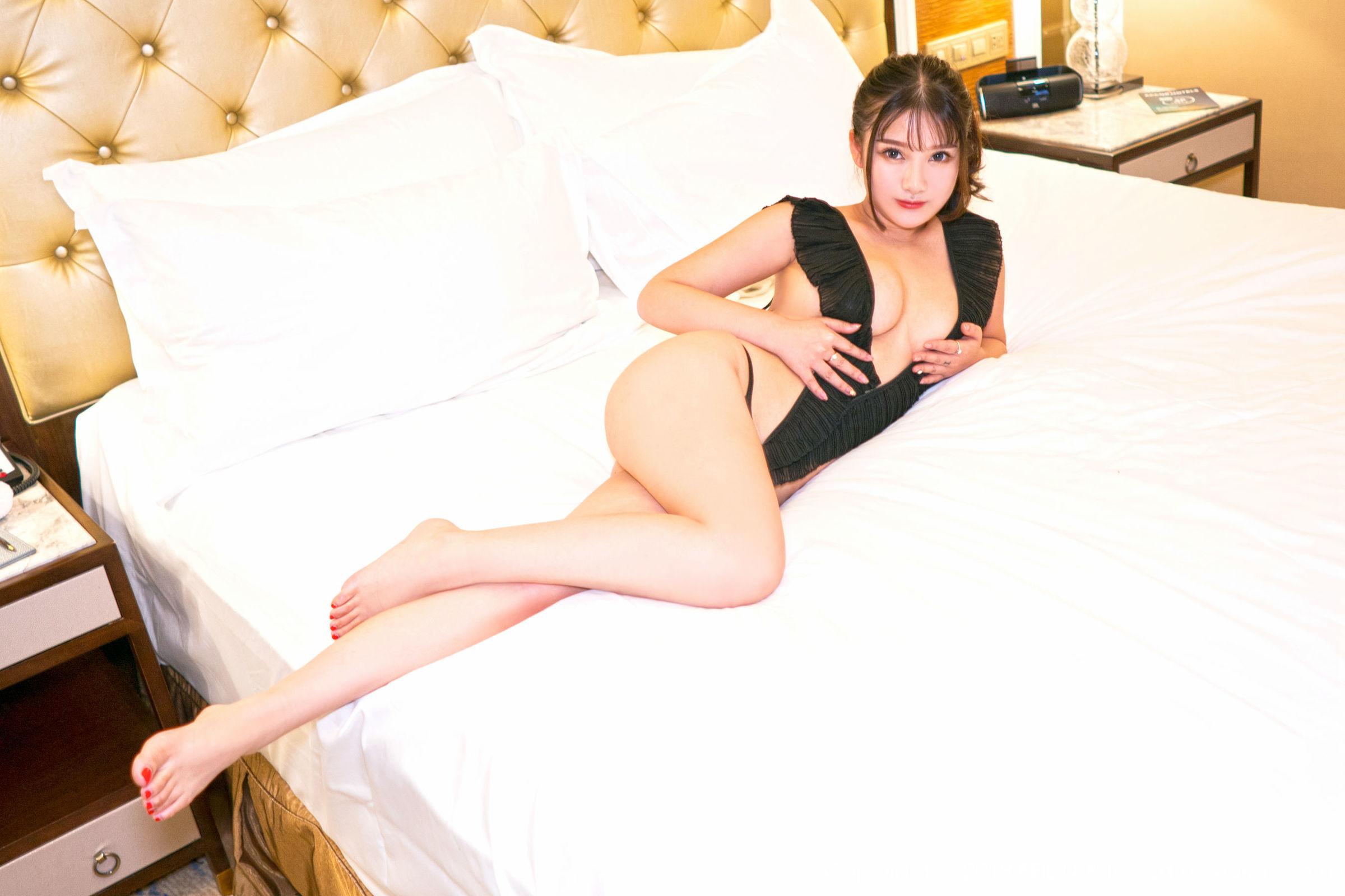 [FEILIN嗲囡囡] VOL.174 童颜巨乳模特@露露小喵_性感私房丝袜美图[47P]