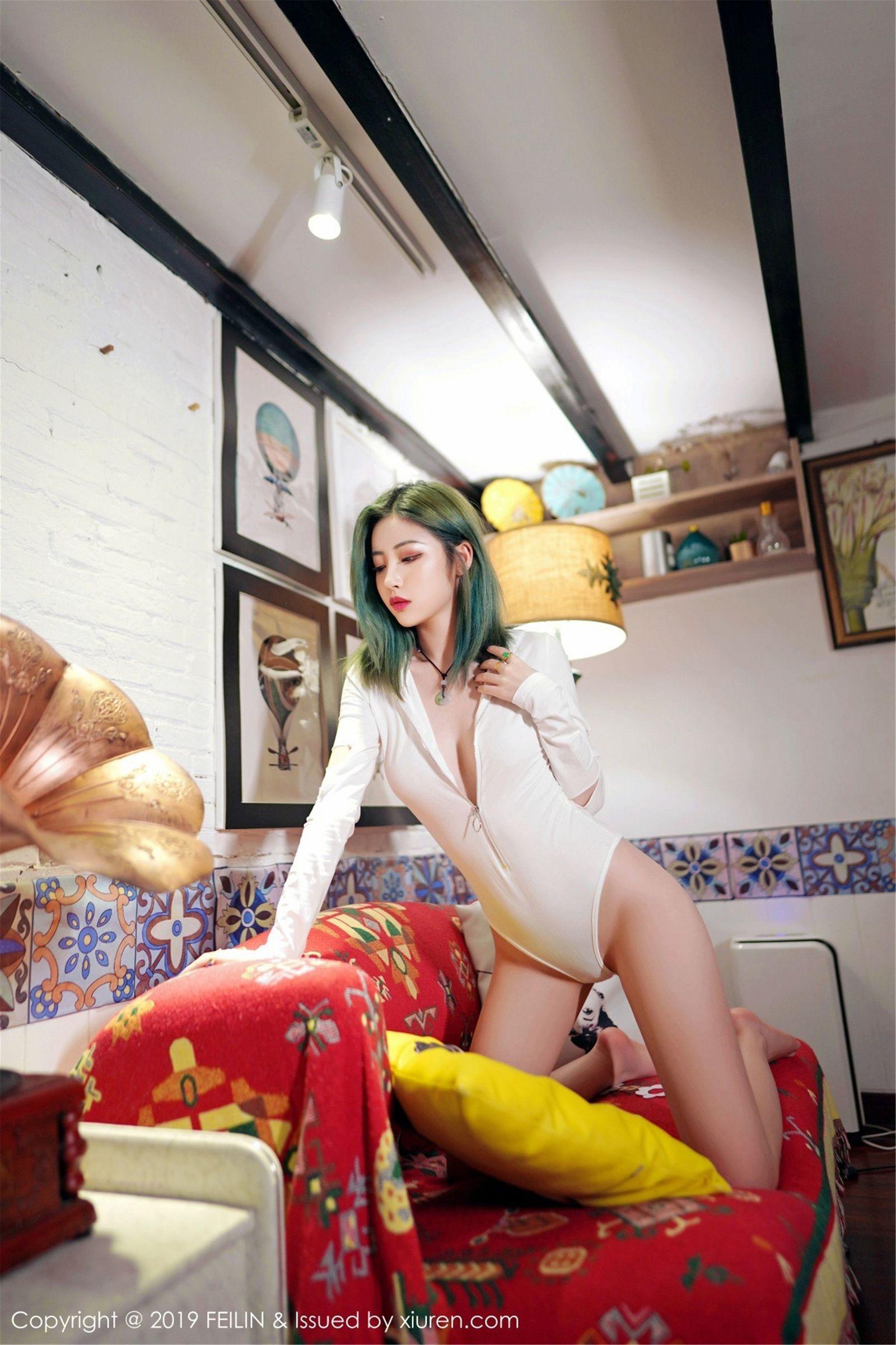 [FEILIN嗲囡囡] Vol.188 新人模特@小樱花首套丝袜美图[54P]