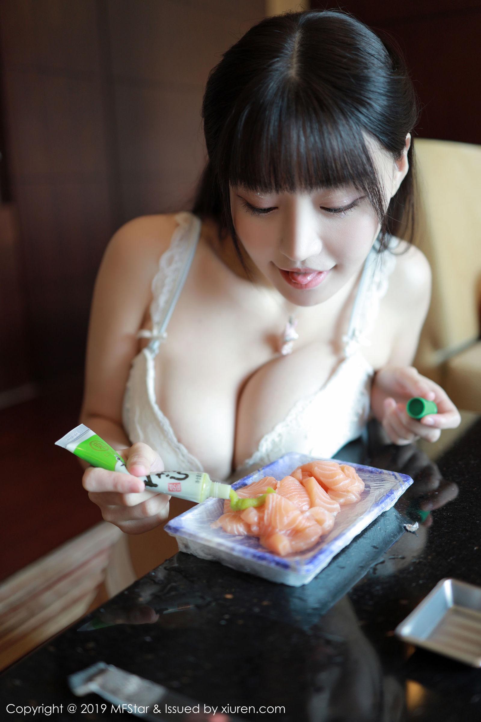 [MFStar模范学院] Vol.209 Flower朱可儿 - 秀色可餐的三文鱼人体盛宴[43P]