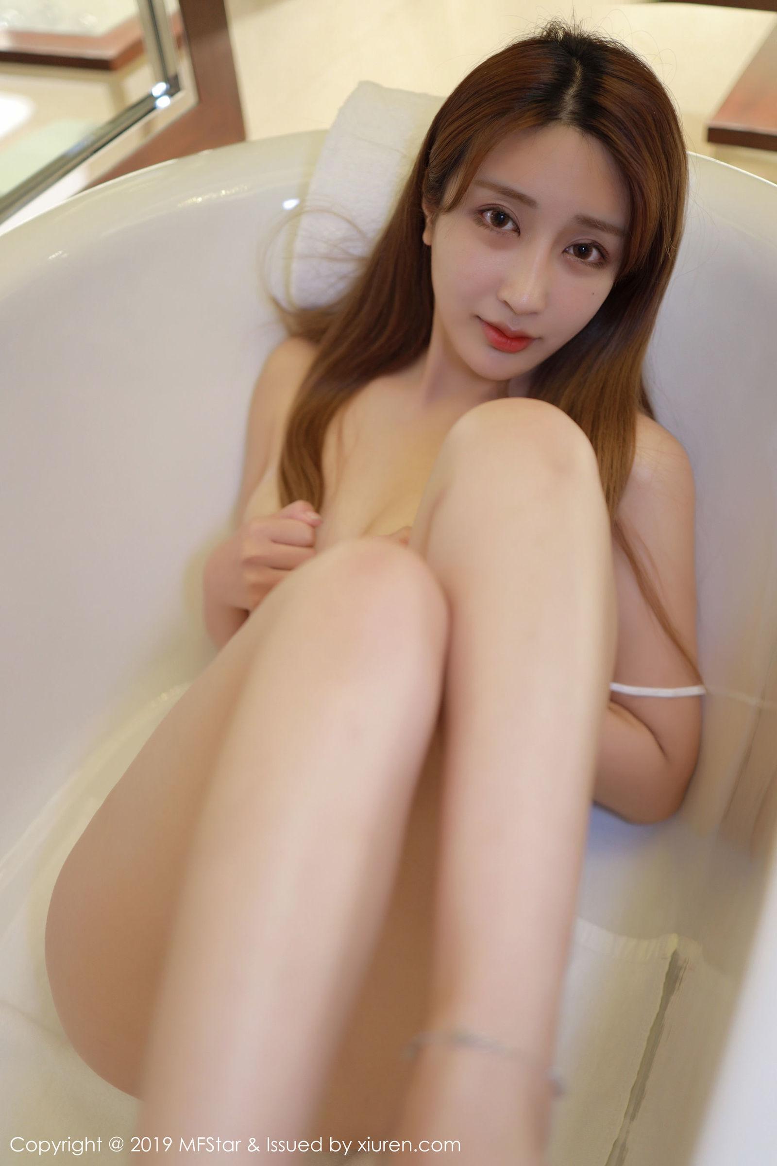 [MFStar模范学院] Vol.211 Betty林子欣 - 浴室主题的浴巾与镂空半透内衣系列[32P]