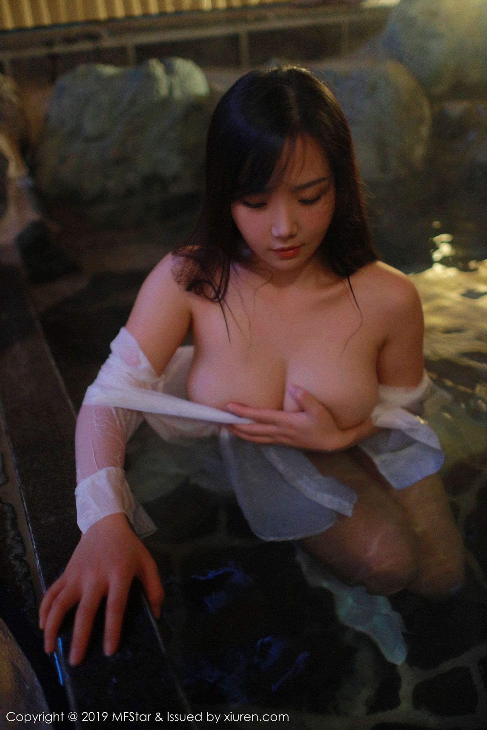 [MFStar模范学院] Vol.176 女神@徐微微miar日本旅拍第二套[38P]