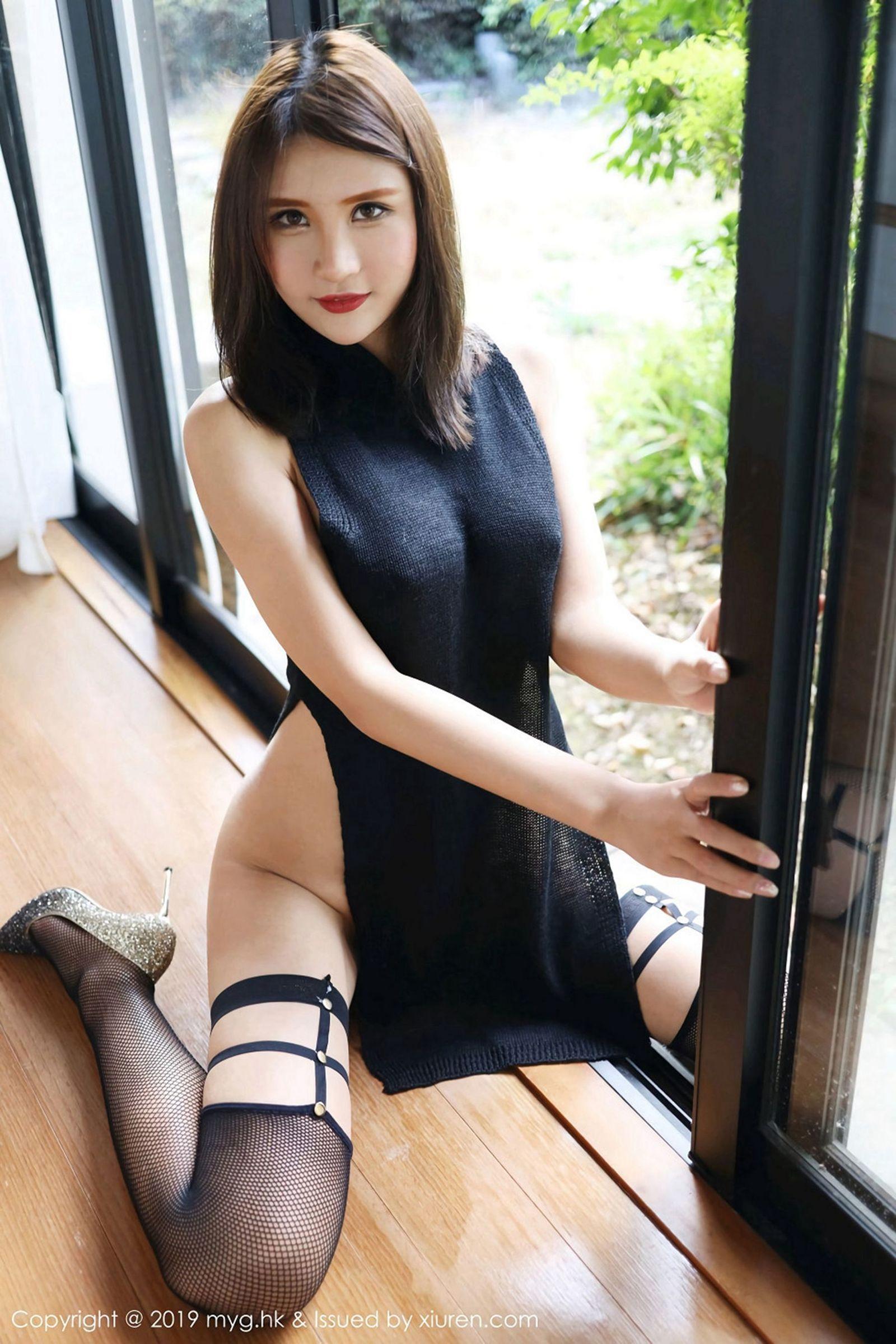 [MyGirl美媛馆] Vol.343 性感女神@SOLO-尹菲魅惑丝袜美图[44P]