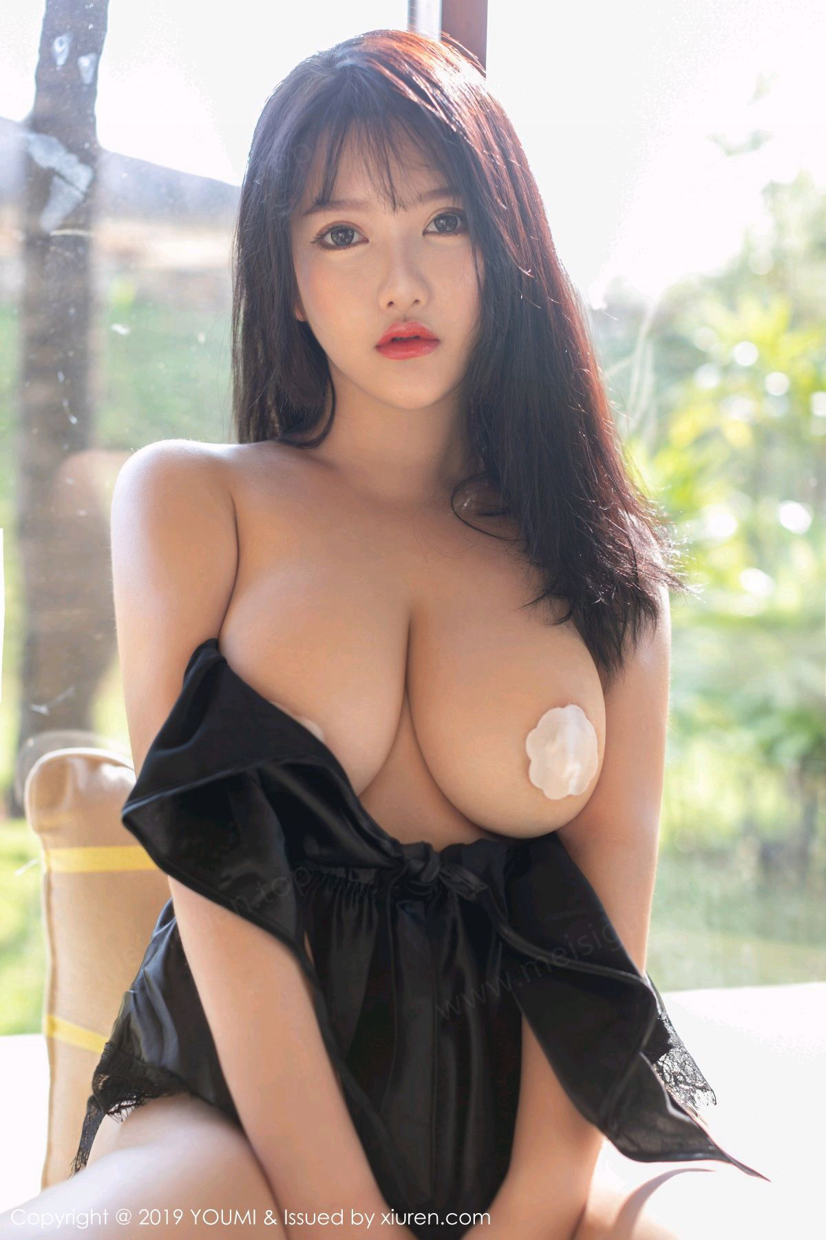 [YouMi尤蜜荟] VOL.293 小尤奈 - 魅惑睡衣与性女仆外拍系列[33P]