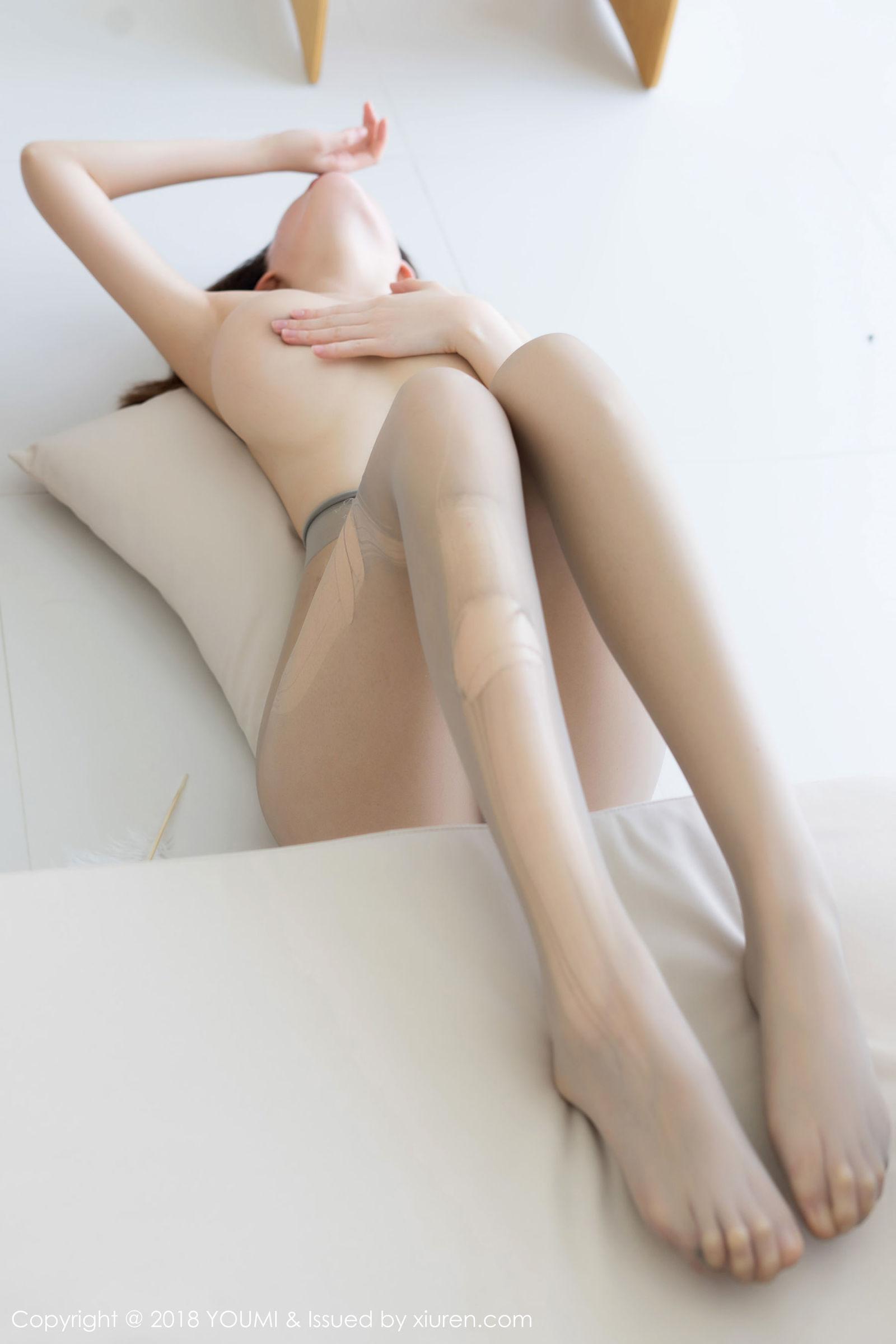 [YouMi尤蜜荟] Vol.168 土肥圆矮挫丑黑穷 - 丝袜魅惑 丝袜美图[40P]